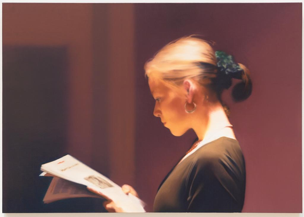 Lesende (Reading) by Gerhard Richter. Painting of woman reading a newspaper