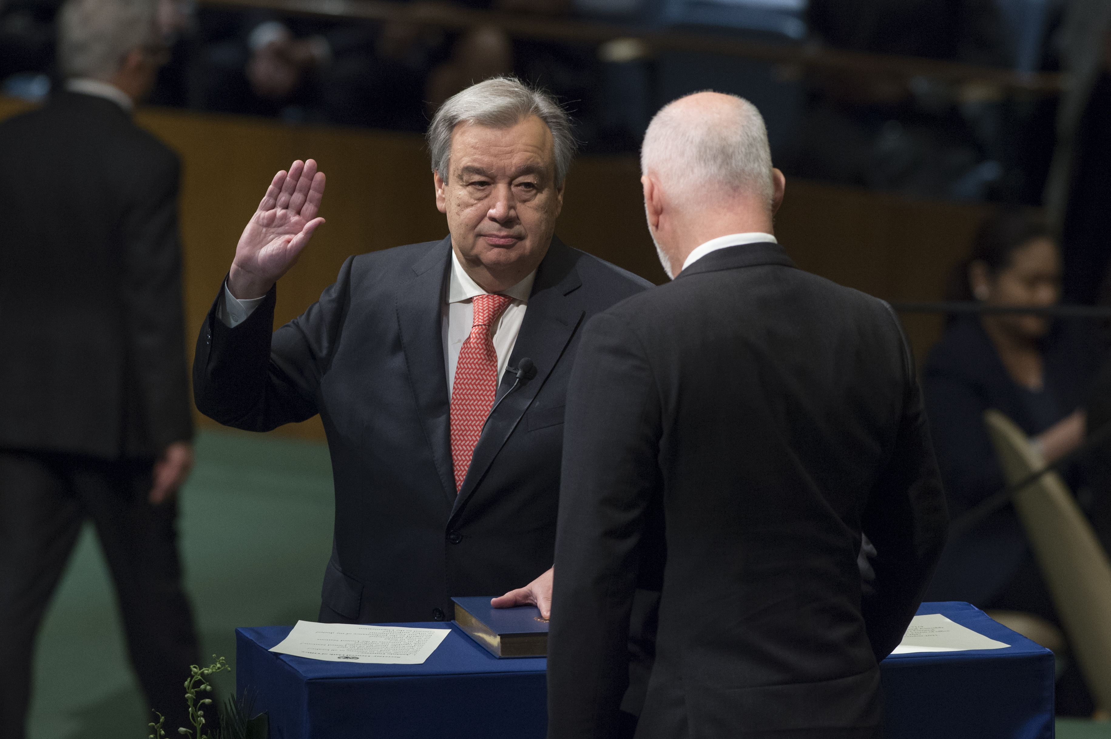 Secretary-General designate Guterres taking the oath of office, UN Photo #707563