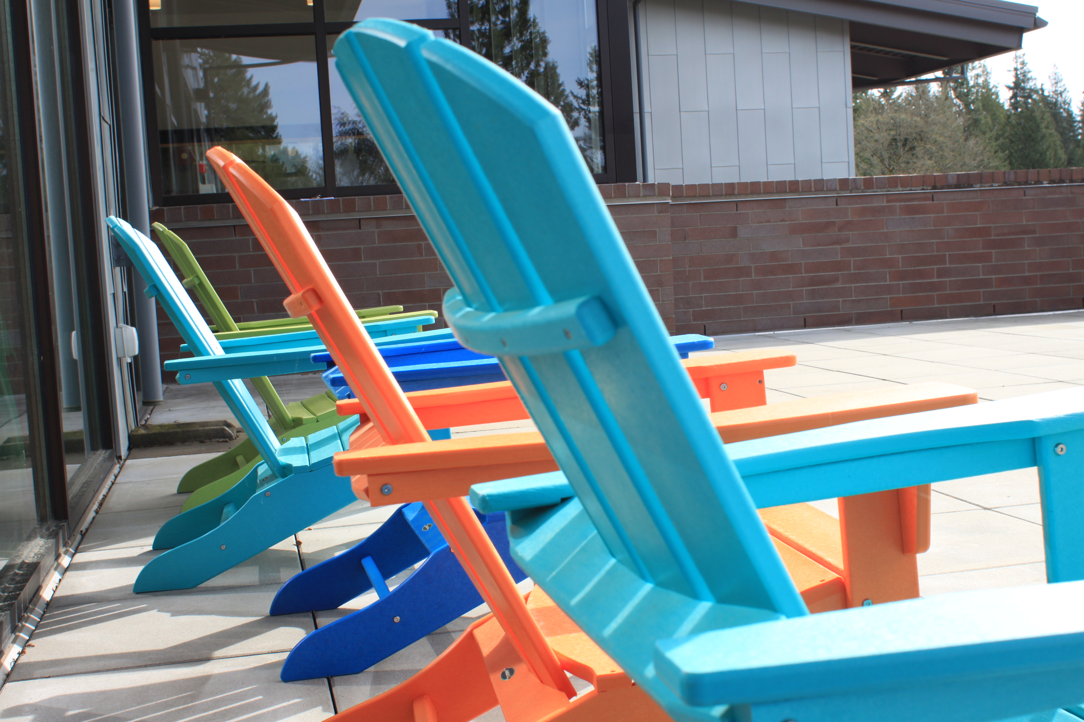 plastic lounging chairs