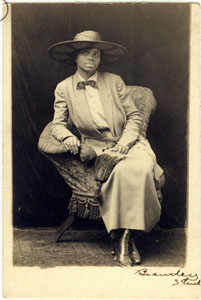 Portrait of an unidentified African American woman.