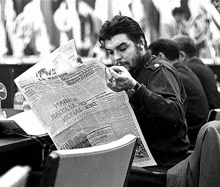 Che Guevara reading the newspaper (1961)