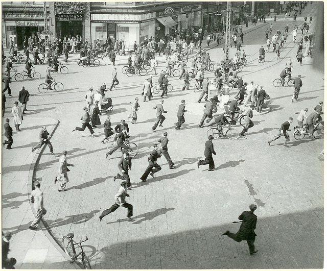 People running, The Central Station in Aarhus. 26th August 1943 (WW2)