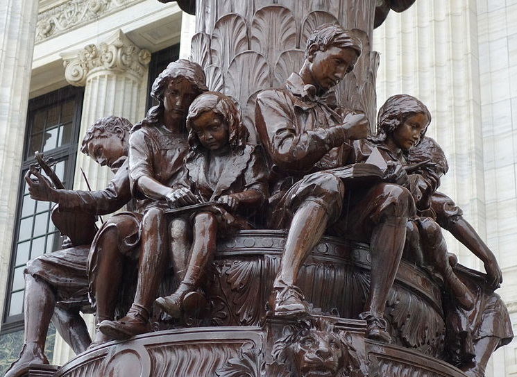 Statue of children reading and writing outside the New York Department of Education. Picture in public domain. By Daderot (Own work) [CC0], via Wikimedia Commons