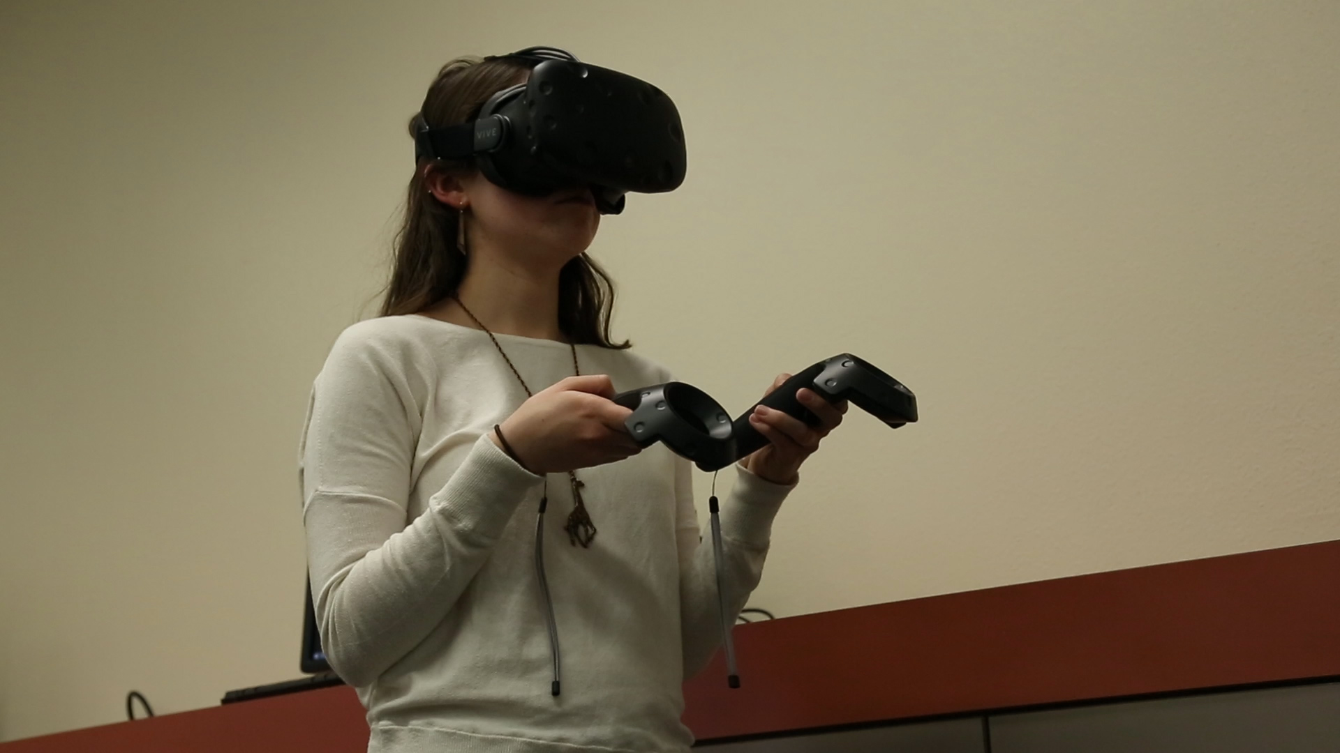 students try vr equipment