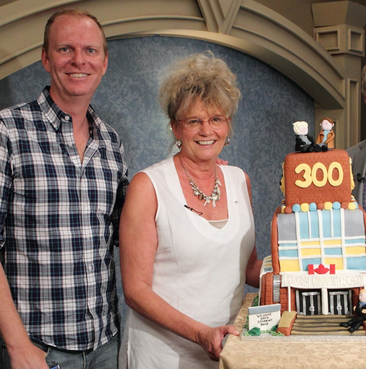 Linda and Stefan of Degrassi at event in beside 300 episodes cake