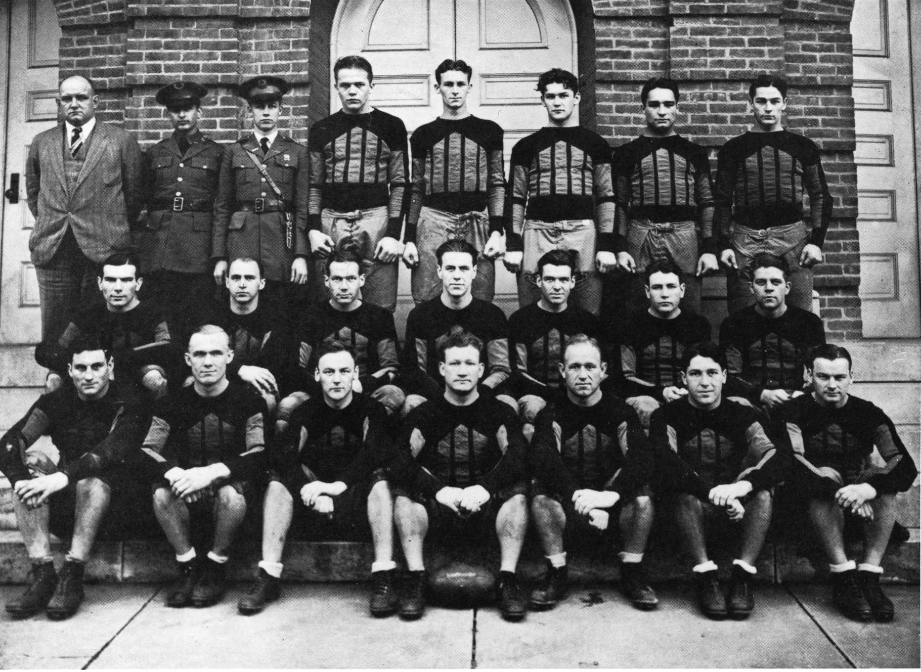 Harlow and 1929 Football Team