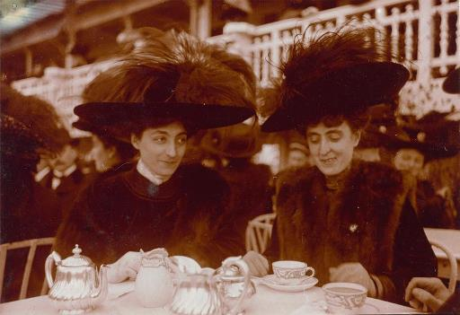 French women drinking tea 1912