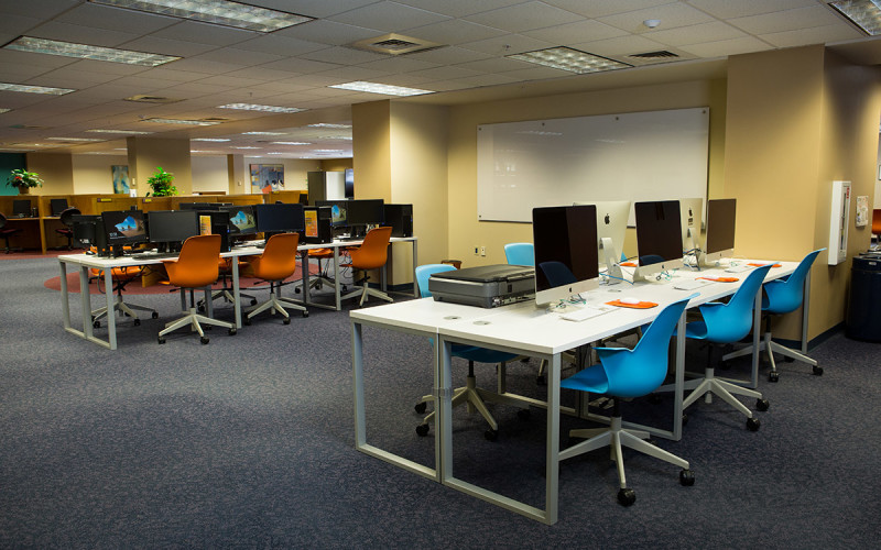 photo of the Creation Studio, equipped with 10 desktop computers