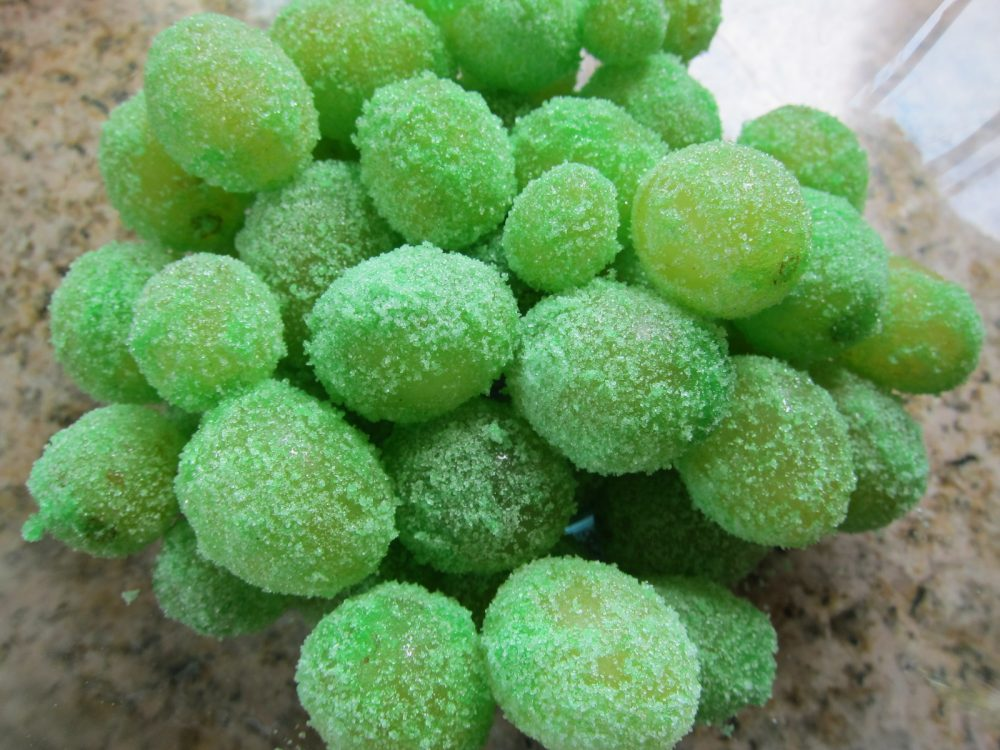 Sugar-Coated Frozen Grapes | Life 360 Tips