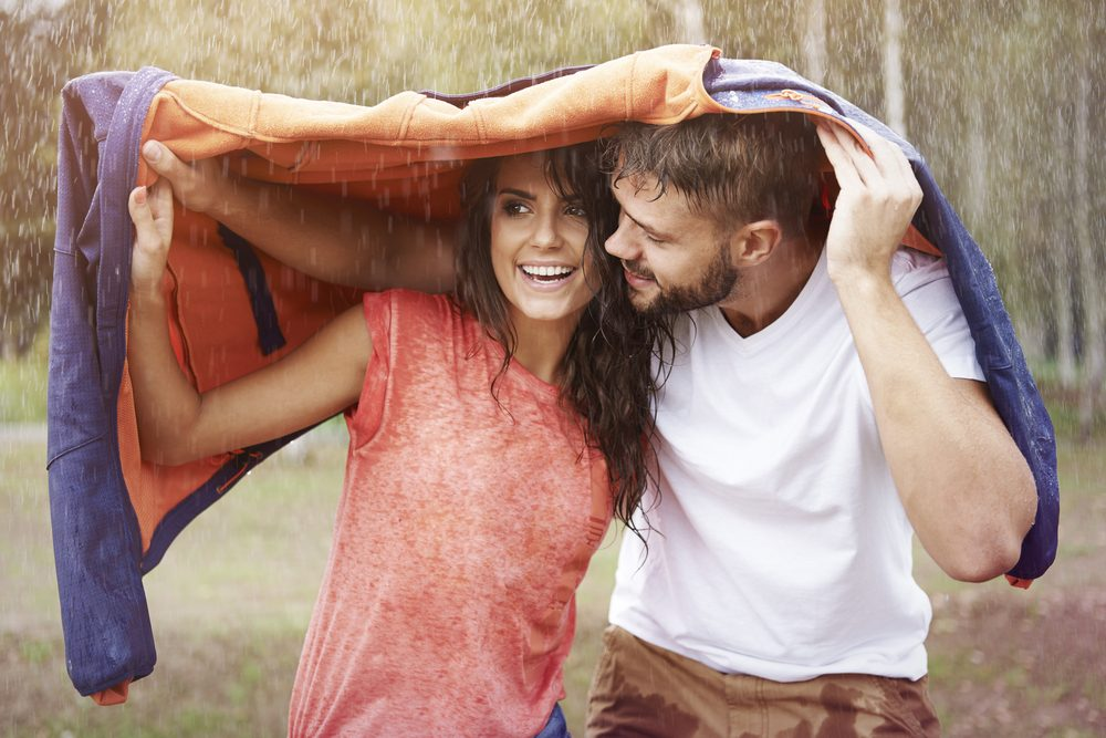 He has your back | 10 Things Men Do Only When They're In Love | Life 360