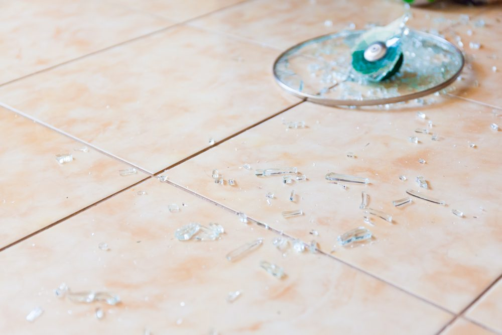 5. Pick up broken glass with a piece of bread | Life 360 Tips