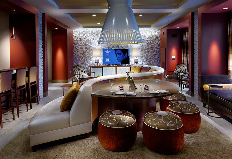 02_Palm-Springs-Suite-Elvis-Screen_Dusk