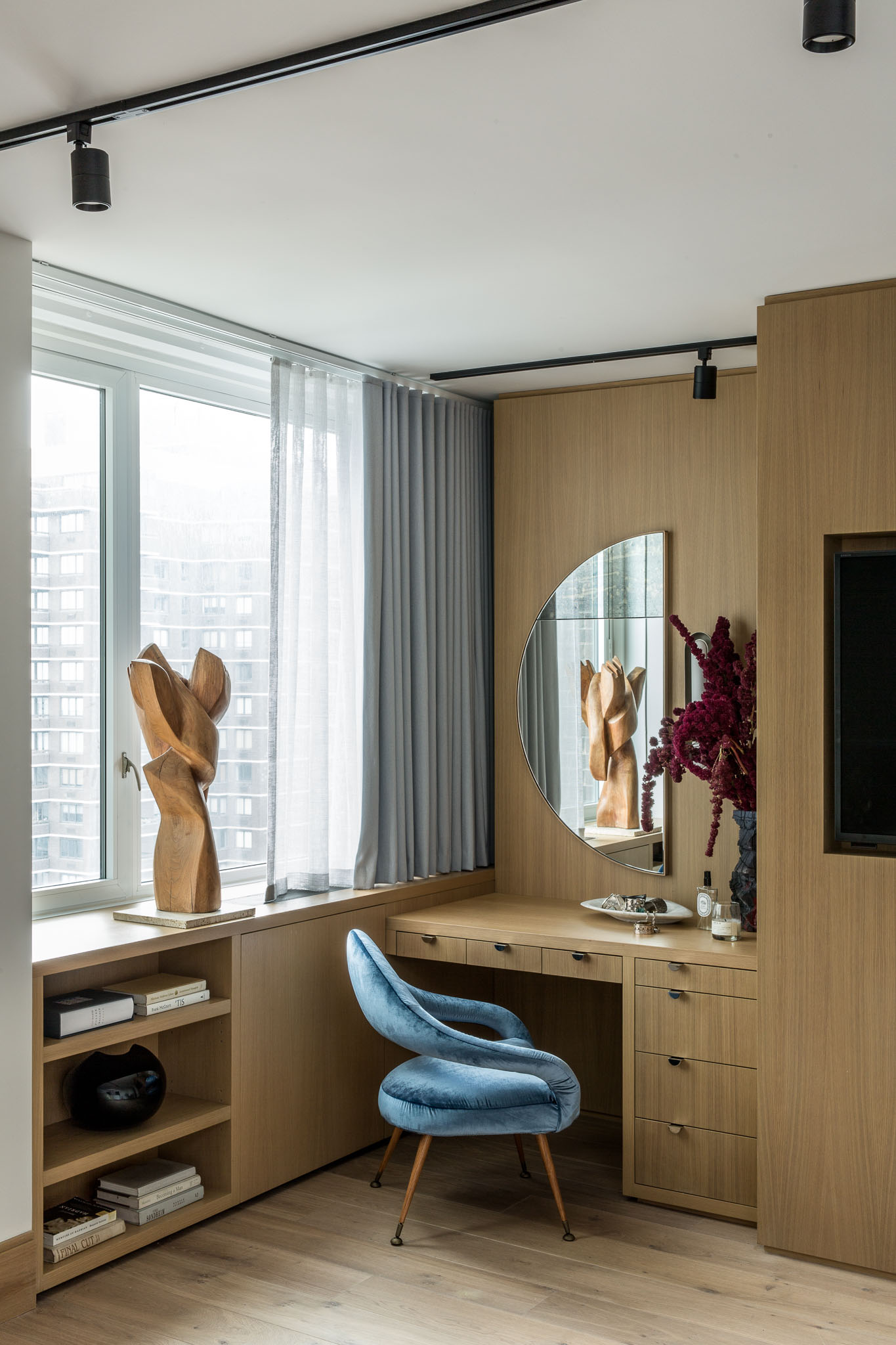 Columbus Circle Apartment, Designed by: Marc Houston, Photographed by: Sean Litchfield for Homepolish - Life-Styled.net