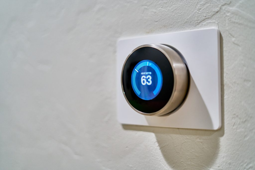 programmable thermostats help lower cooling bills