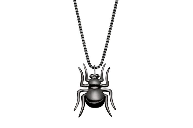 Colar de aranha Jack Vartanian (R$ 1.900) em ouro negro