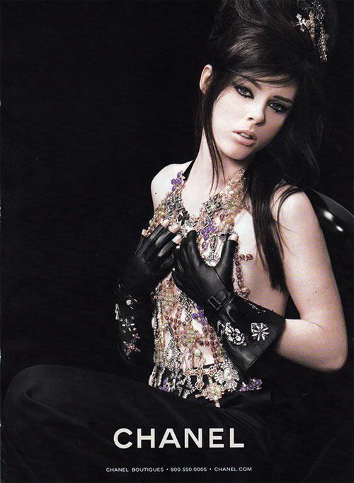 Karl Lagerfeld se inspirou em Amy pra Chanel