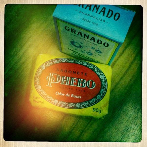 Sabonete Phebo Odor de Rosas (R$ 1,75) e sabonete de Glicerina Granado (R$ 2,20)