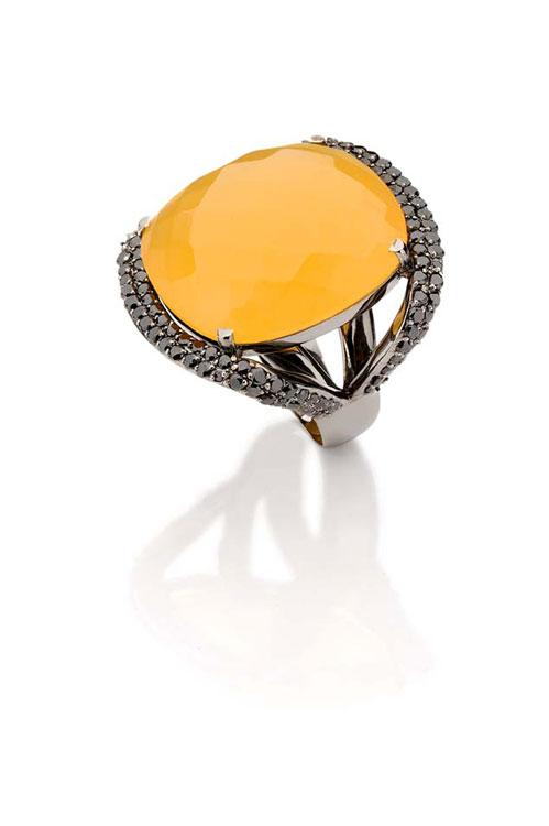 Anel Sol de Verão em calcita e diamantes negros: R$ 14.490