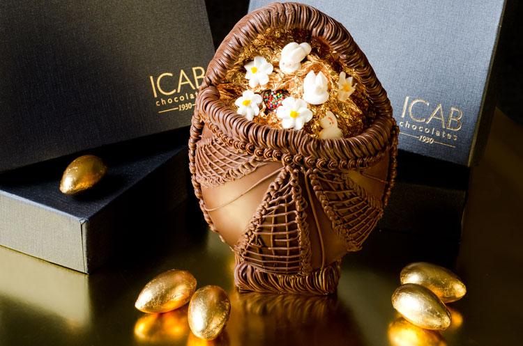 Além de todo decorado o ovo da Icab Chocolates tem uma parte aberta (R$ 39,90)