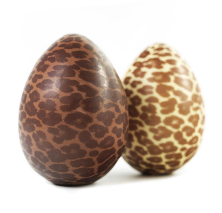 Ovos Felinos da Sweet Brazil: ovo com animal print de chocolate ao leite ou chocolate branco, 600 g por R$ 130