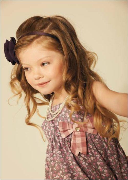 Mais um clique da modelo que brinca de Barbie entre as fotos...