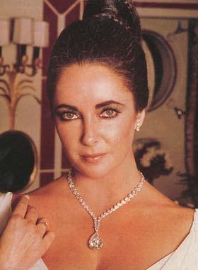 O diamante Taylor-Burton, originalmente usado como um anel - mas era tão pesado que Liz pediu pra Cartier transformá-lo em parte de um colar!