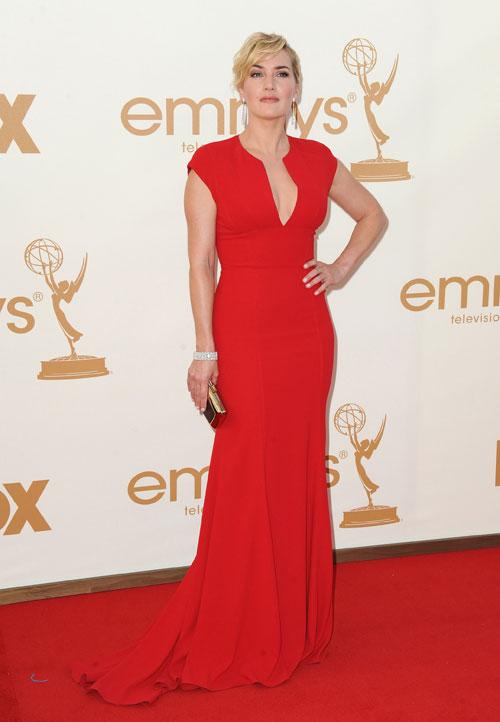 Kate Winslet, dama de vermelho, de Elie Saab