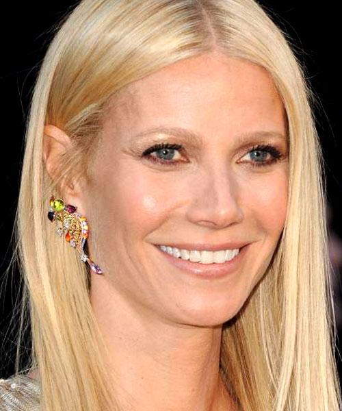 Gwyneth Paltrow foi com um par de brincos da Louis Vuitton. Eles eram feitos de ouro rosa e amarelo, diamante, amestista, turmalina citrino, safira e peridoto