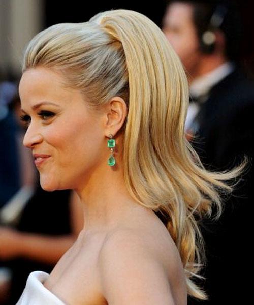 Reese Witherspoon escolheu joias feitas de diamantes e esmeraldas que somavam US$ 1 milhão