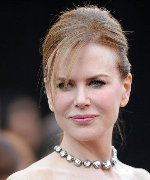 Nicole Kidman foi com um colar longo (cuja ponta ficou solta nas costas) de diamantes do séc.XIX de Fred Leighton