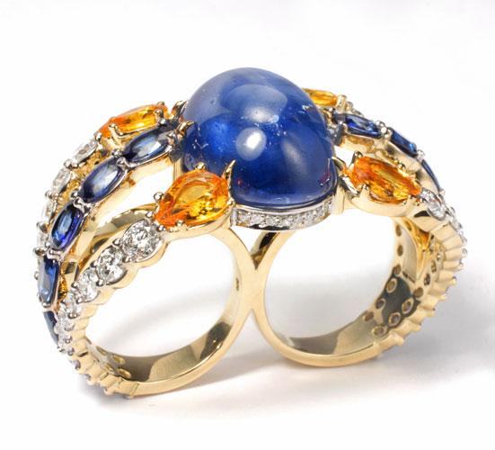 Anel em ouro com diamantes e safiras azuis e amarelas
