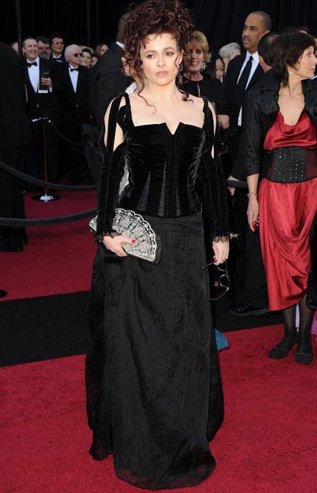 Helena Bonham carter com vestido feito por Coleen Atwood, figurinista de Tim Burton
