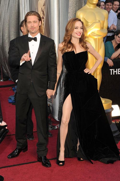 Brad Pitt de Tom Ford e Angelina Jolie de Atelier Versace
