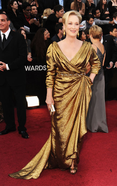 Meryl Streep toda trabalhada no metalizado da Lanvin