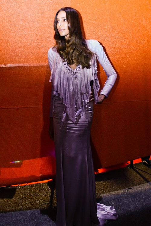 Lea T toda trabalhada no vestido sereia Givenchy Couture