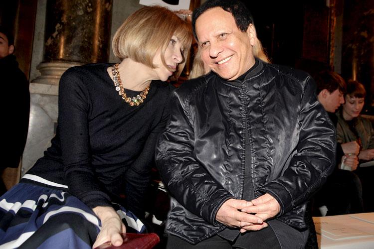 Anna Wintour e Azzedine Alaïa resolvem suas diferenças e viram melhores amigos - inclusive sentando lado a lado em todos os desfiles da Semana de Moda de Paris