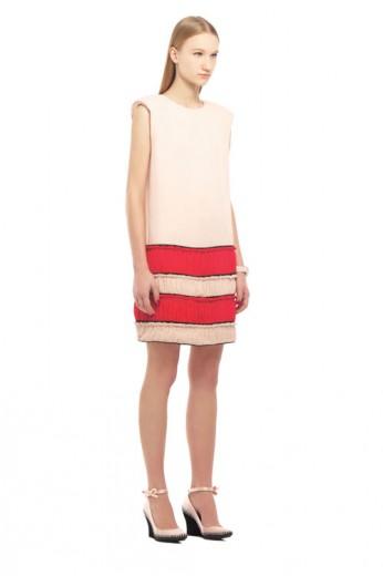 O vestido bicolor custava R$ 2.298,50 e caiu para R$ 574,63