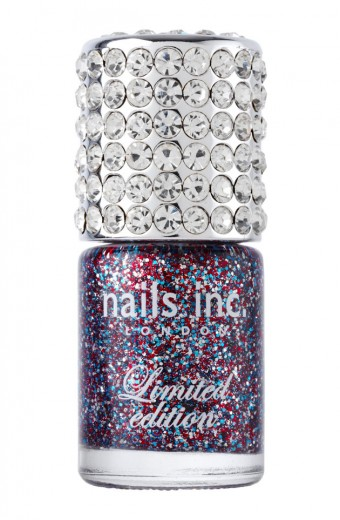 Frasco luxo na edição especial do esmalte da Nail Inc, com brilho nas cores da bandeira britânica