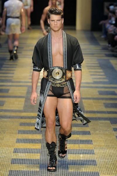 04612-tendencias-semanas-de-moda-masculina-sandalia-versace