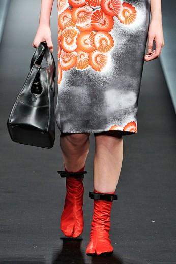 Os sapatinhos tipo tabi na primavera-verão 2013 da Prada