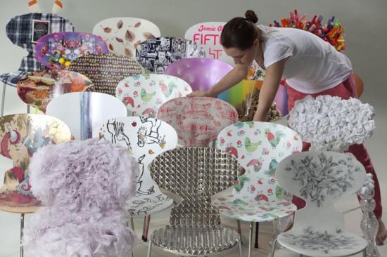 """""""The Big Chair Project"""" convidou artistas pra customizarem cadeiras pra caridade"""