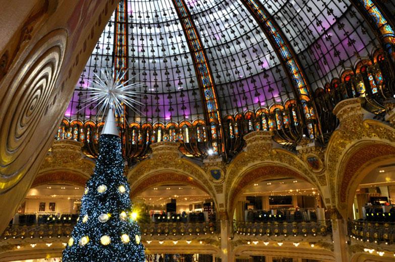 A decora o de natal das galeries lafayette lilian pacce - Magasin deco noel paris ...