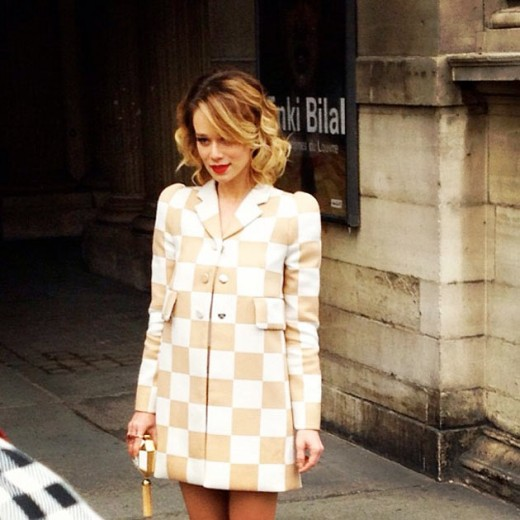 Mariana Ximenes com look quadriculado da Louis Vuitton da primavera-verão 2013