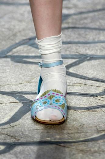 Ele recriou as sandálias que o pai fez pro cangaceiro Lampião. Elas foram parar no desfile de primavera-verão 2005/06 da Cavalera