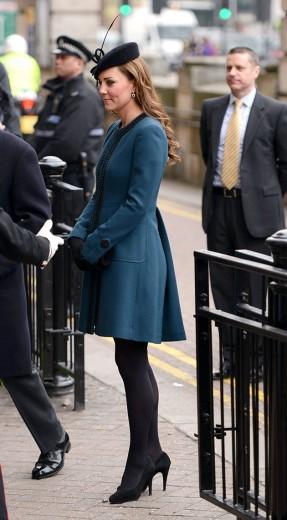20/03: Azul-marinho de Malene Birger pra visitar a estação Baker Street no aniversário de 150 anos do metrô de Londres