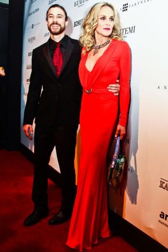 Sharon Stone e o namorado, Martin Mica, que ela conheceu quando veio ao Brasil pro amfAR em 2012