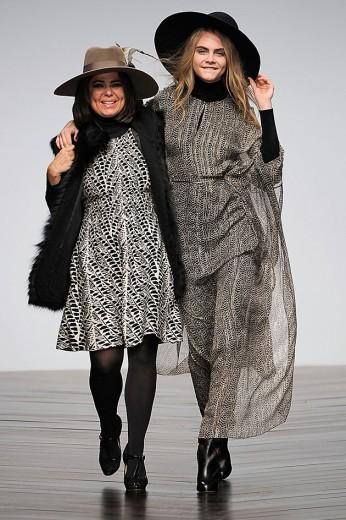 Daniella Helayel e Cara Delevingne no desfile de outono-inverno 2013/14 da Issa, o último assinado por ela