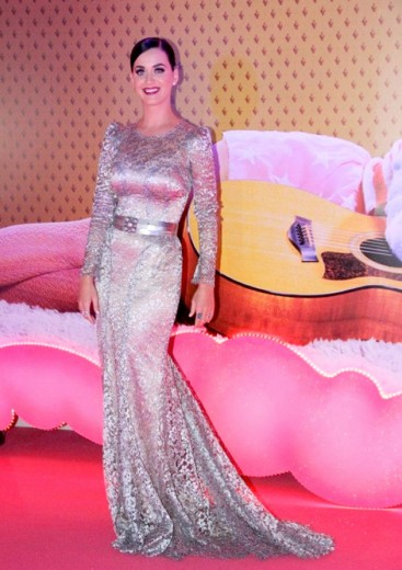 Katy Perry de Dolce & Gabbana em passagem pelo Brasil