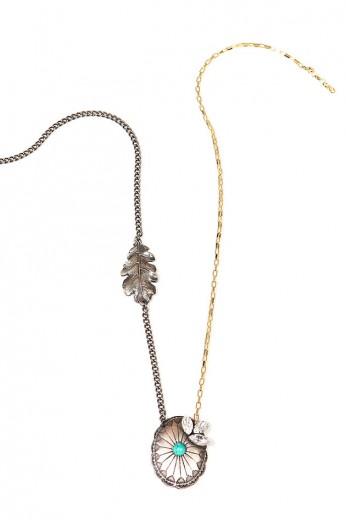 Dourado e prateado no colar Dellal (R$ 193)