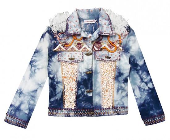 Jaqueta tie-dye toda bordada (R$ 1.680)